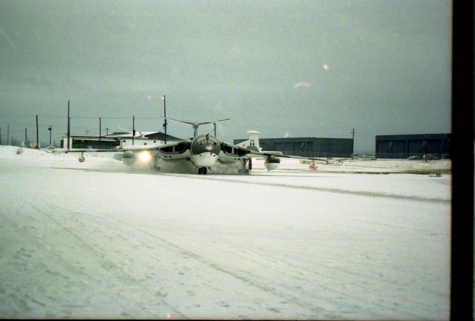 在加拿大鹅湾空军基地飞行期间