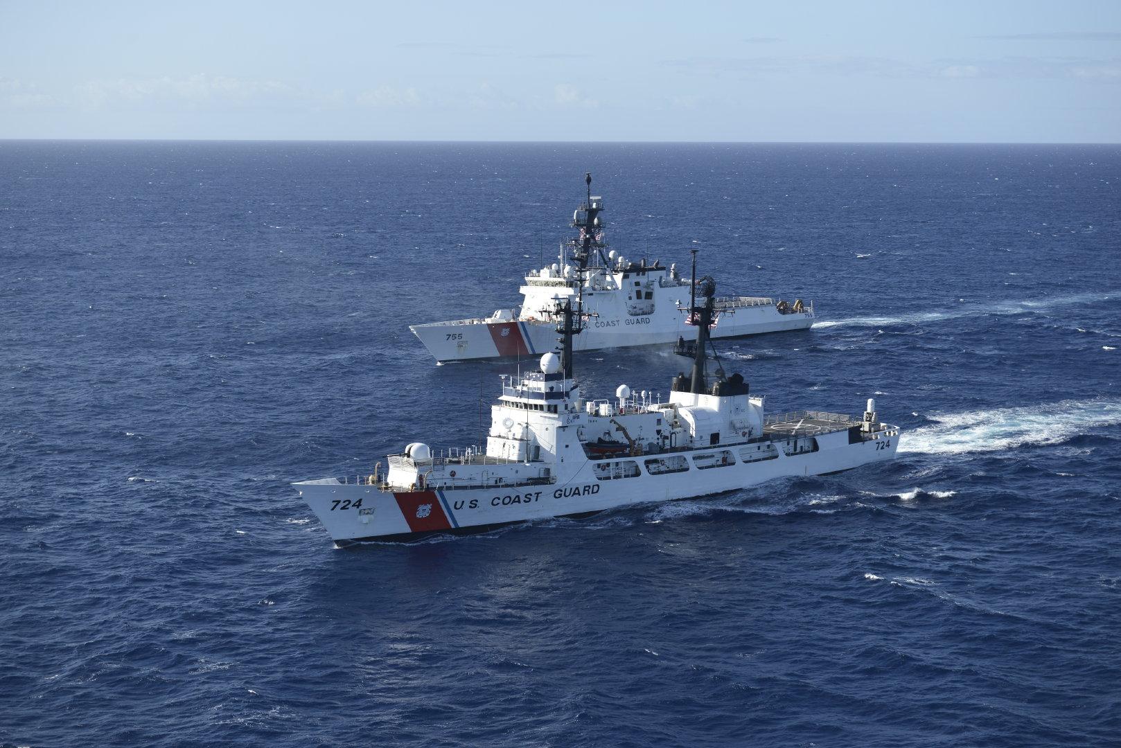 美国海岸警卫队海警船道格拉斯·芒罗(WHEC 724)和美国海岸警卫队海
