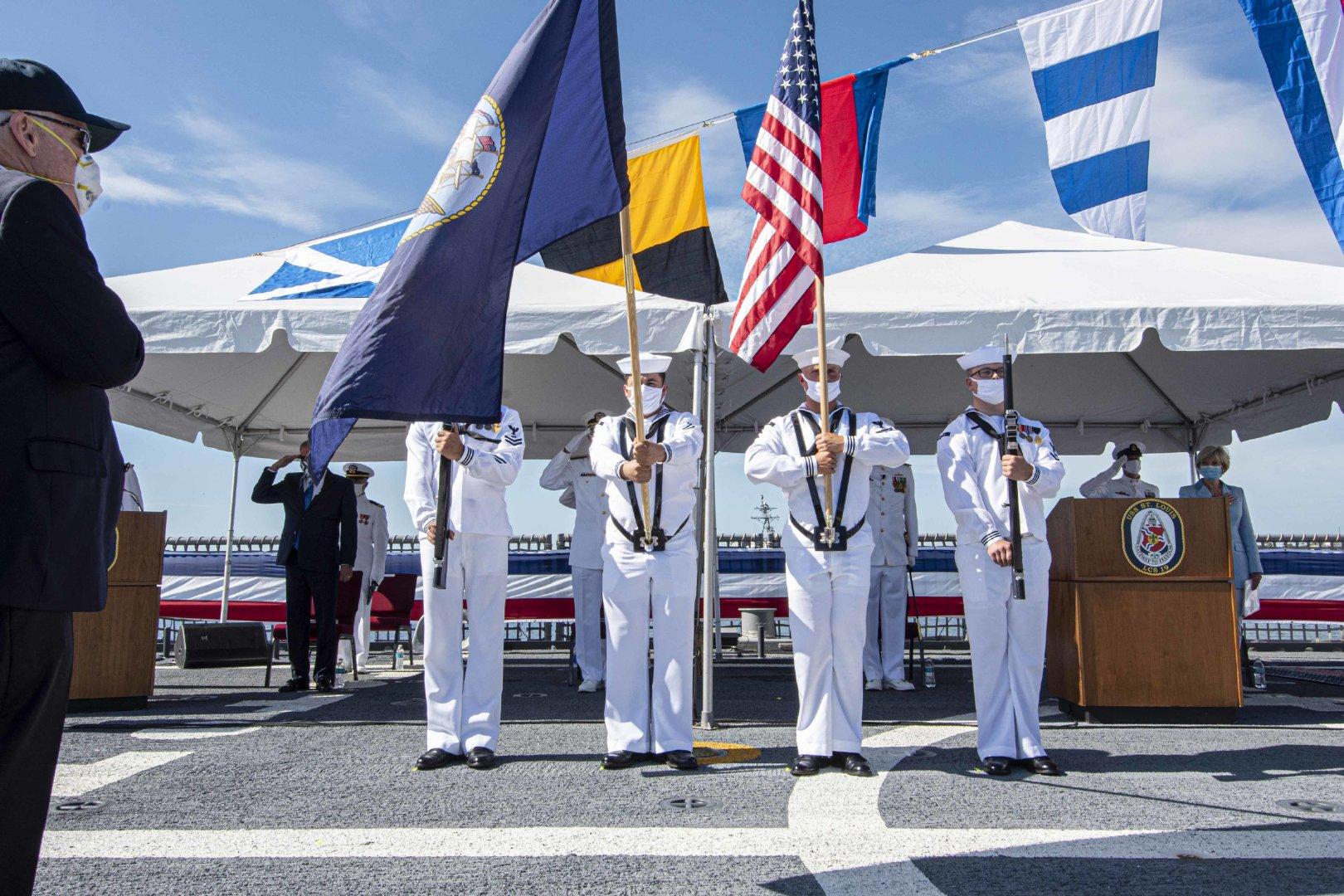 8月8日,美新型濒海战斗舰19号舰圣路易斯舰交舰仪式在梅波特港举行