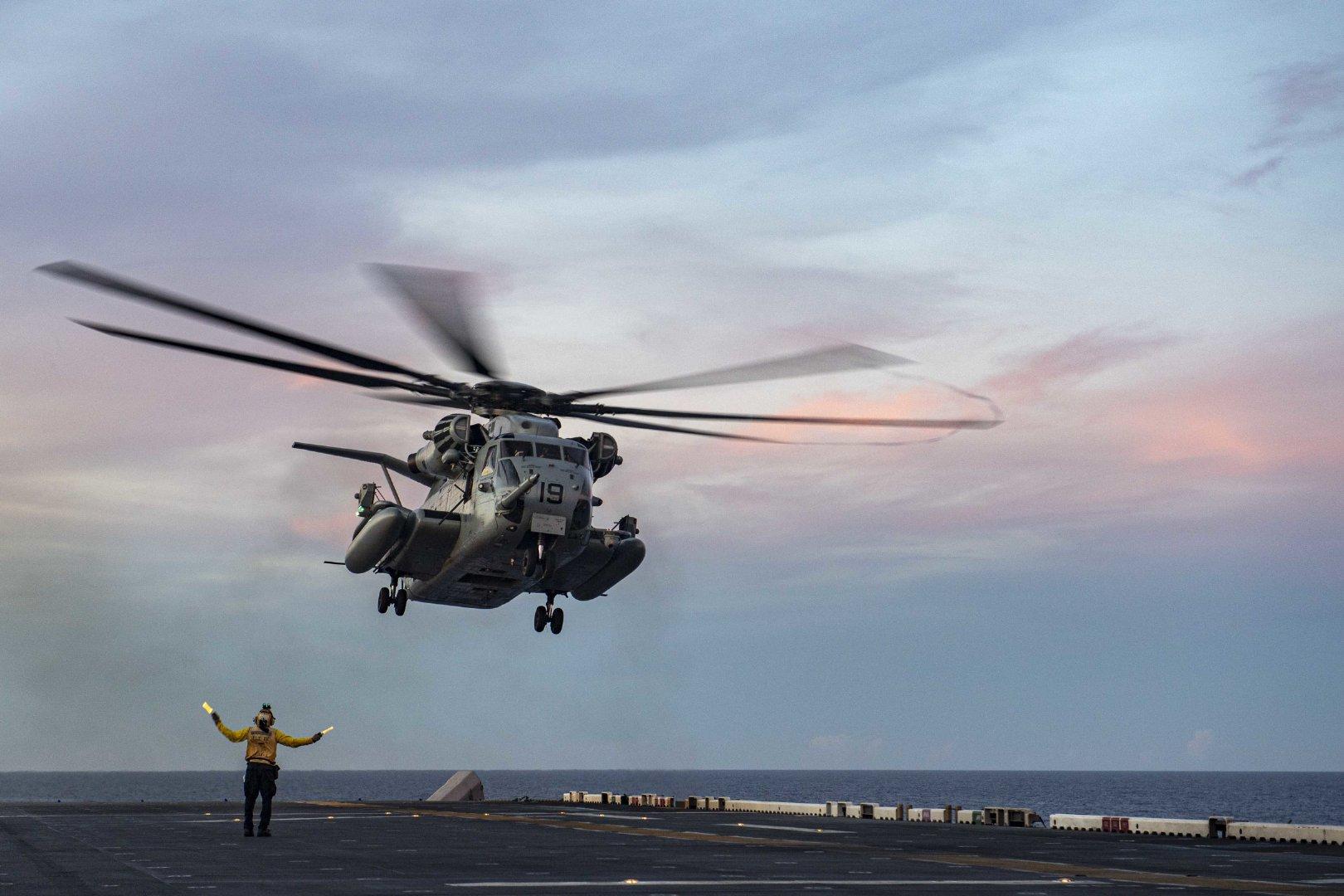 菲律宾海(2020年9月17日)美国号两栖攻击舰(LHA 6)进行飞行操作