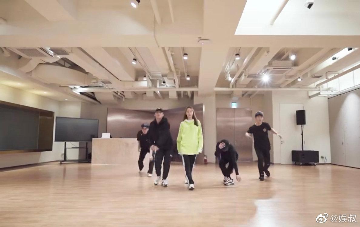 林允儿最新舞蹈视频 for SONE,四支男团舞片段小合辑,姐姐好宠粉!
