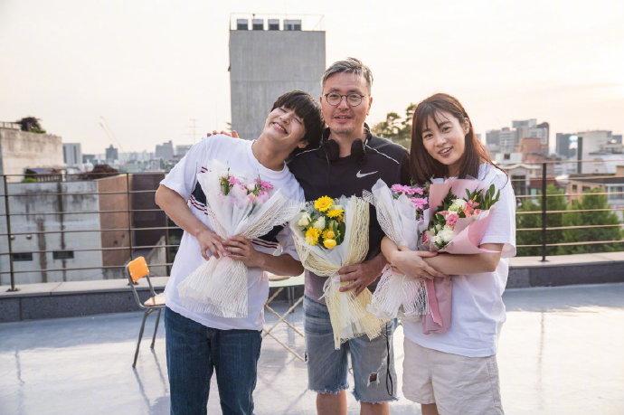 姜河那、千玗嬉主演电影《雨与你的故事》于本月4日杀青