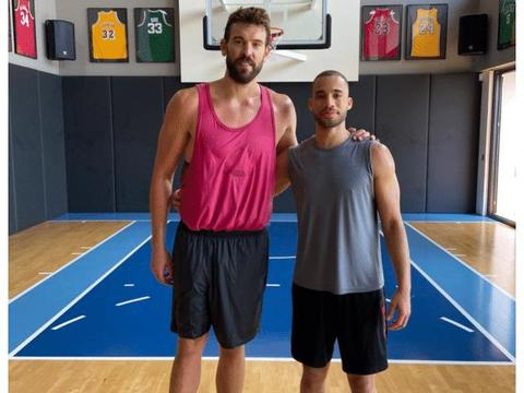 继登哥和约基奇之后,NBA又一猛将暴瘦!小加索尔锁骨都清晰可见