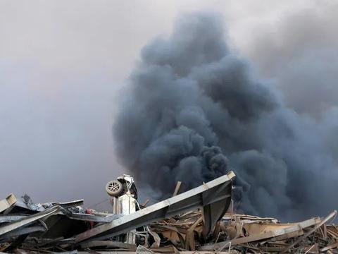 黎巴嫩内政部长:爆炸可能由2014年即存放在港口仓库内的化学品硝酸铵引起
