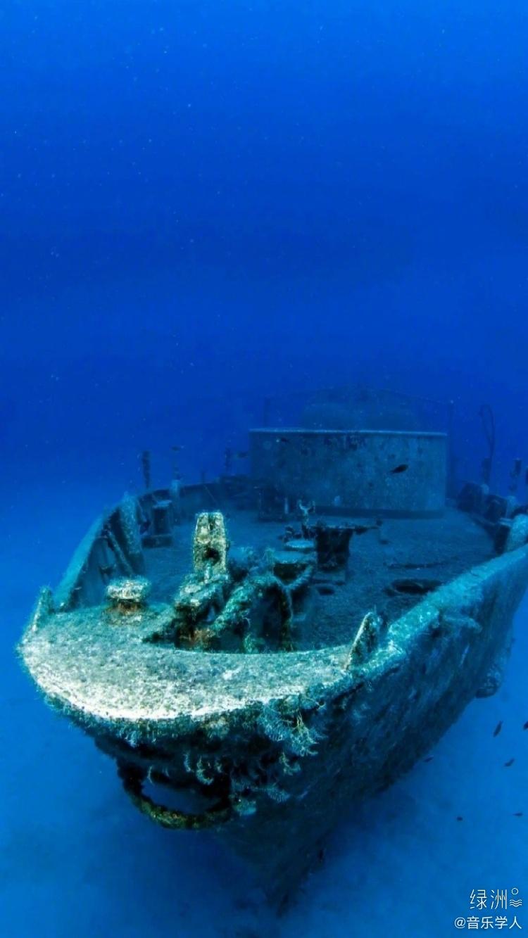 考古队在海底发现1600年前的沉船……