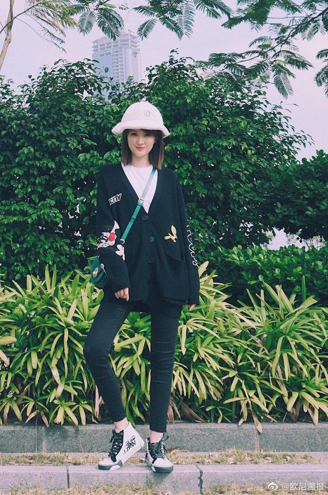 文艺小清新风真纯,黑色开襟衫搭配瘦腿裤超有范儿