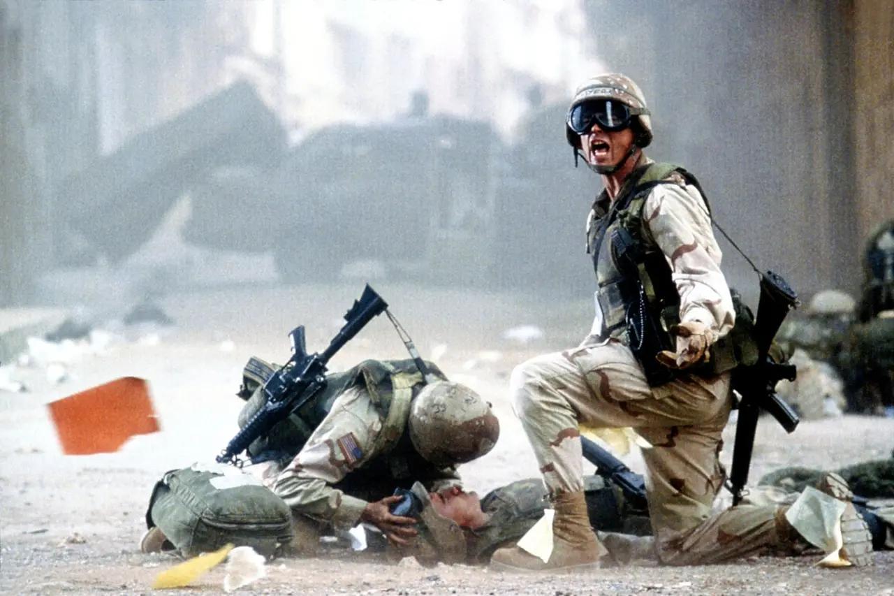 《黑鹰坠落》很受军事迷的欢迎的重要原因就是军事指导兼副制片人哈利