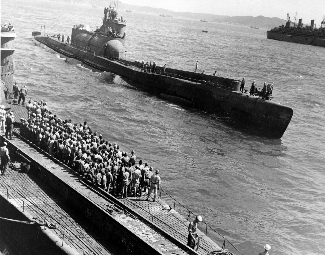 日本潜艇航母为I-400,I-14和I-401;佐世保 1945年8月29日