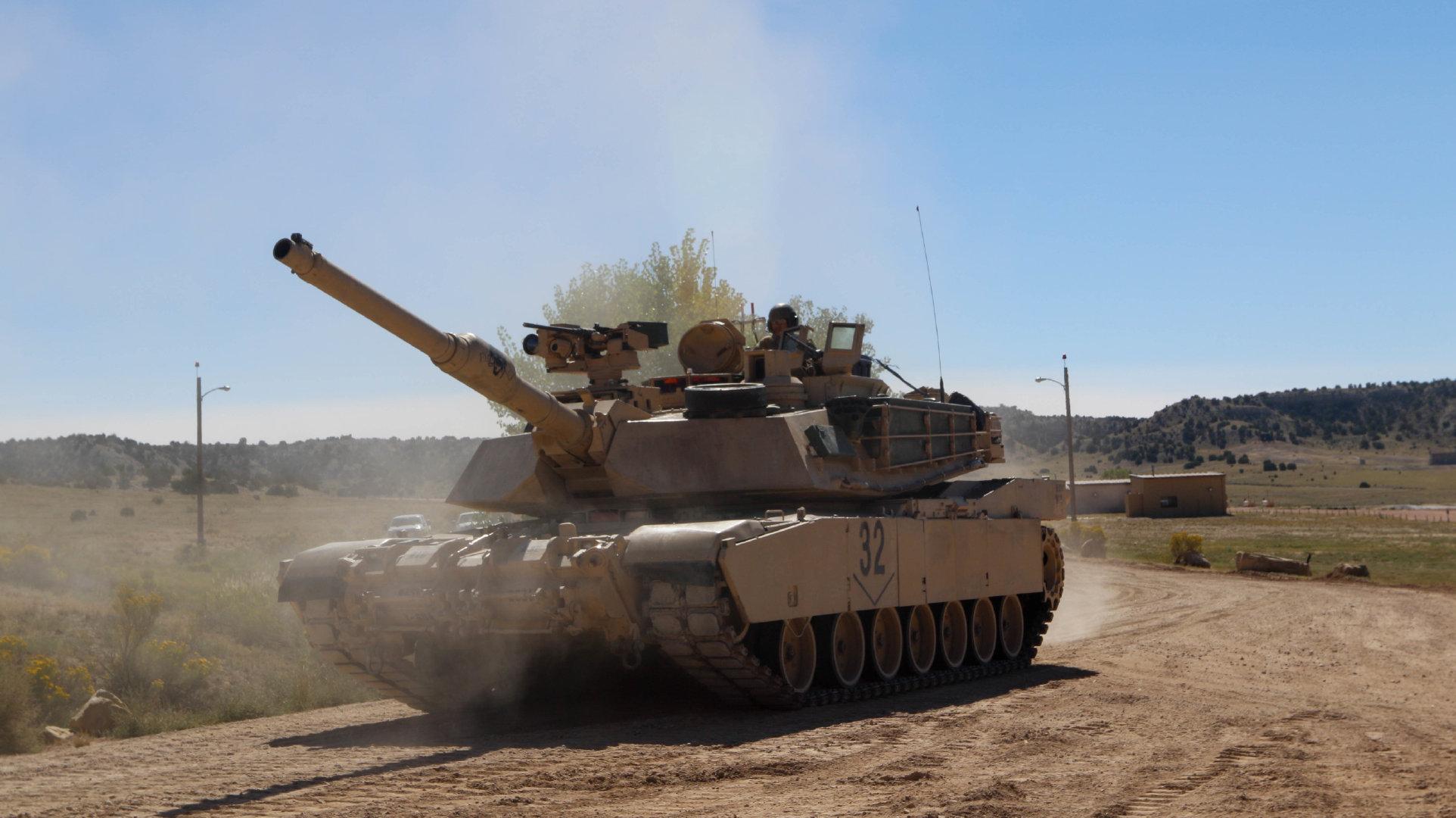"""""""战斗射击考核是装甲兵军事训练的重难点课目"""