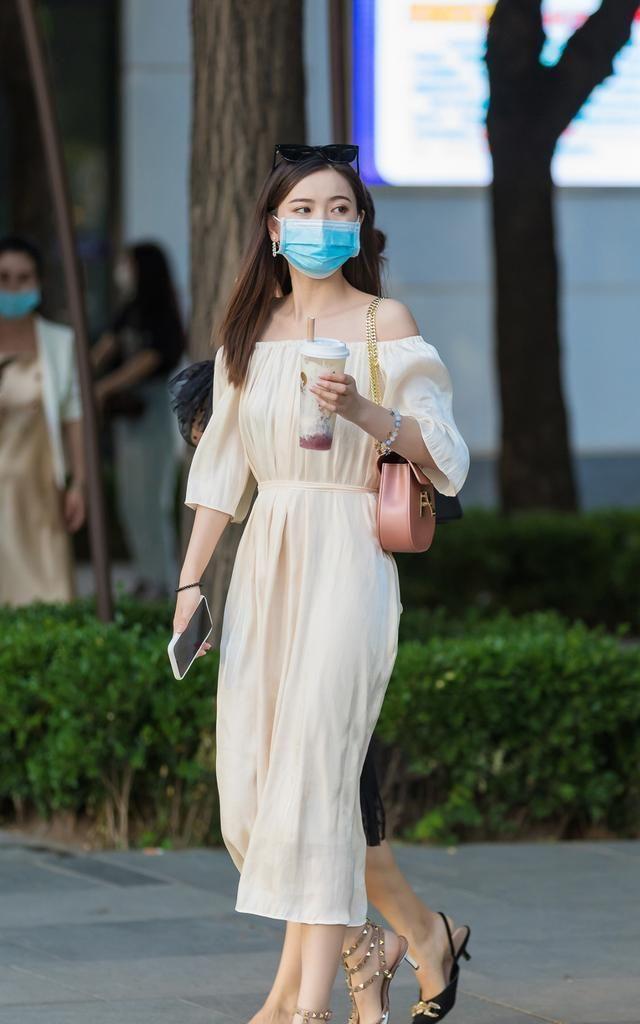 三十岁女人穿连衣裙,多搭配高跟鞋,修身显瘦有气质,精致感十足