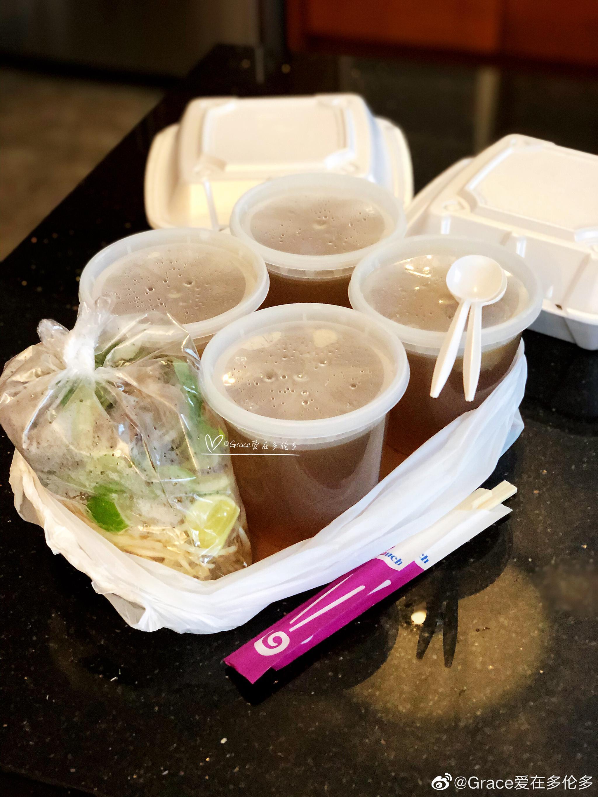 晚餐又叫了好吃的越南米粉外卖。非常时期多多支持本地餐饮业