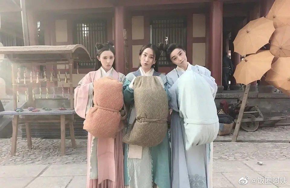 彭小苒出了《东宫》古装也很漂亮啊,和范冰冰马苏同框也不输的美貌