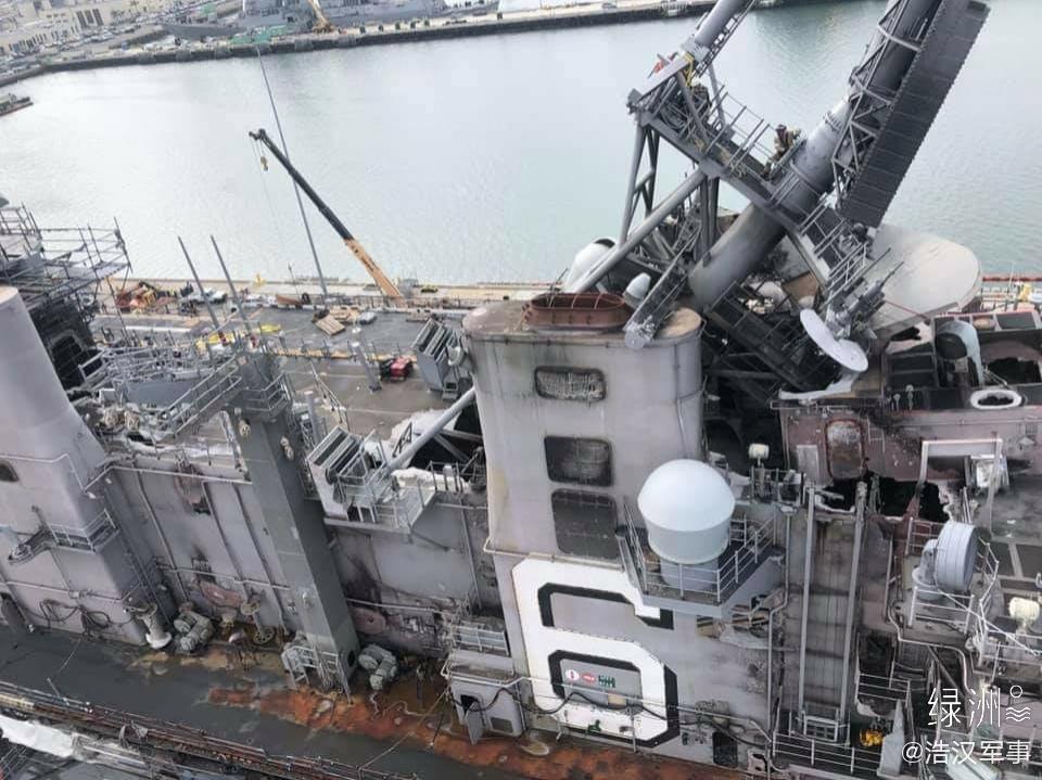 美国好人理查德号两栖攻击舰被烧毁的舰岛