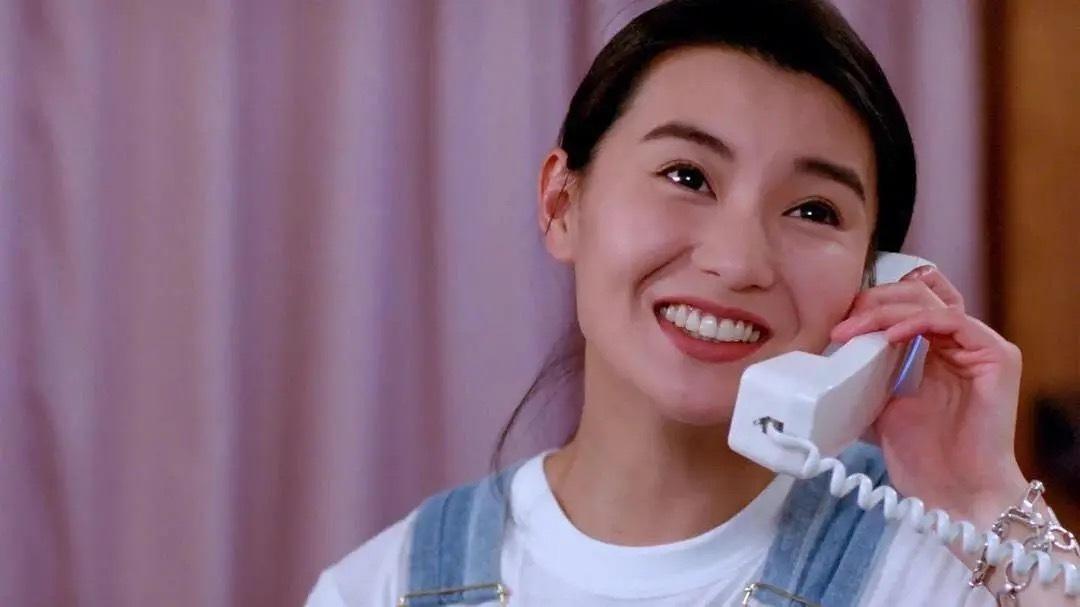 当年由周星驰、张国荣主演的《家有喜事》在剪辑时曾遭遇抢劫