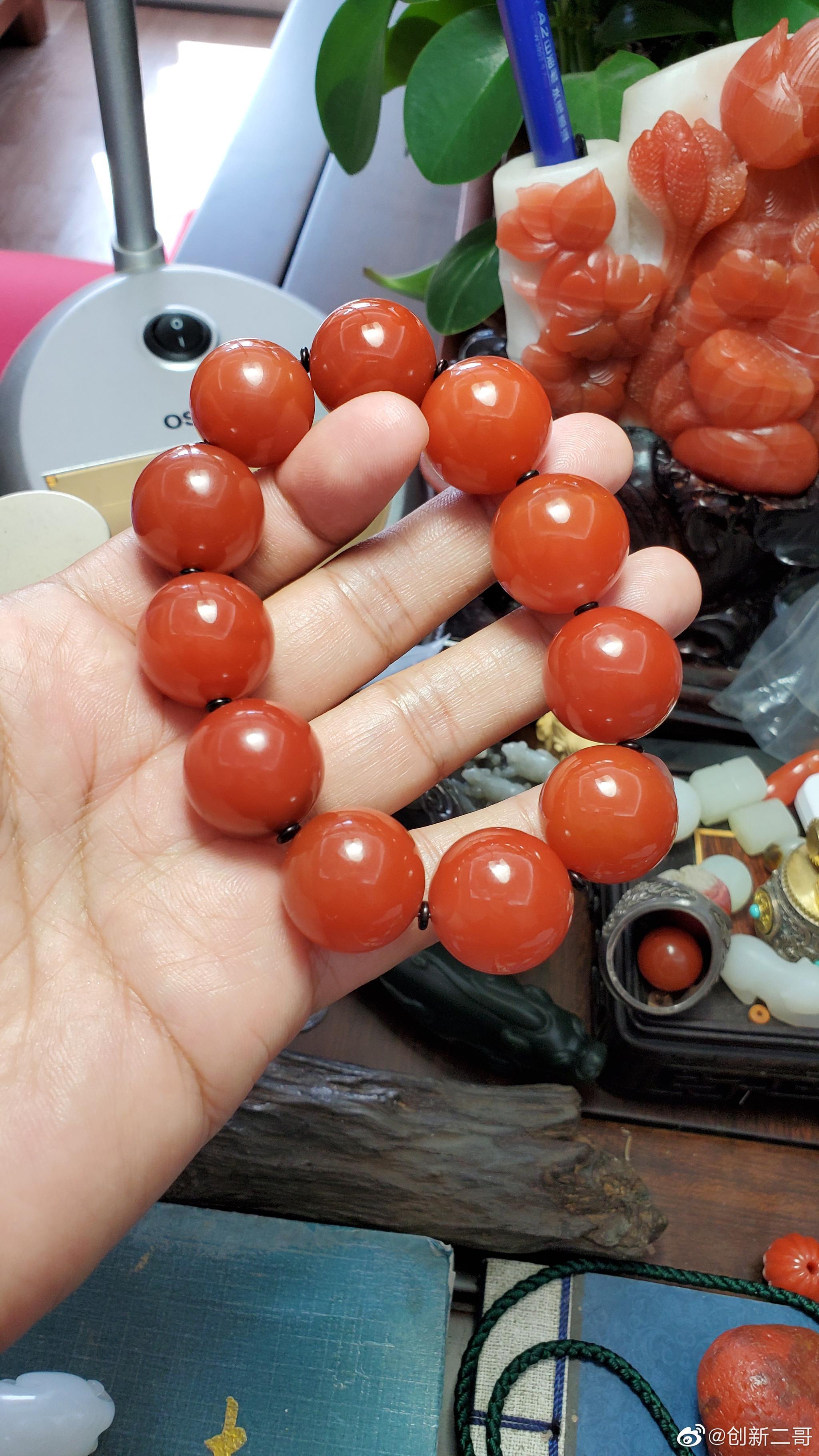 无裂原矿联合料南红大手串,太罕见了,南红一般都有裂。天然樱桃红
