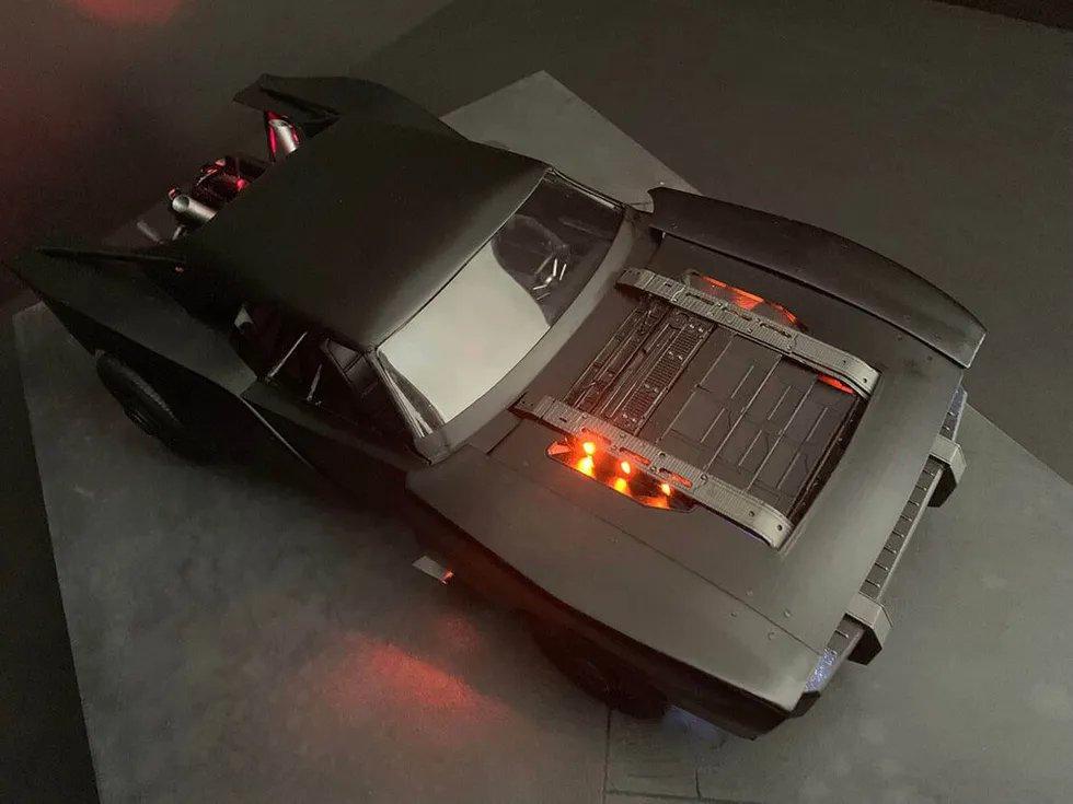 """马特·里夫斯执导的新版《》电影中""""蝙蝠车""""概念制作模型图曝光"""