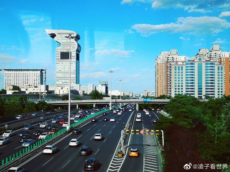 在北京城里逛,下午出来最好,公交车上几乎没有人