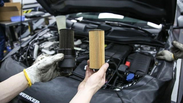 换机油时不换机油滤芯行不行?会损坏发动机吗?