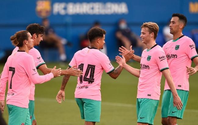 巴萨与赫罗纳进行了一场友谊赛,结果全世界的焦点,都放在梅西和科曼身上