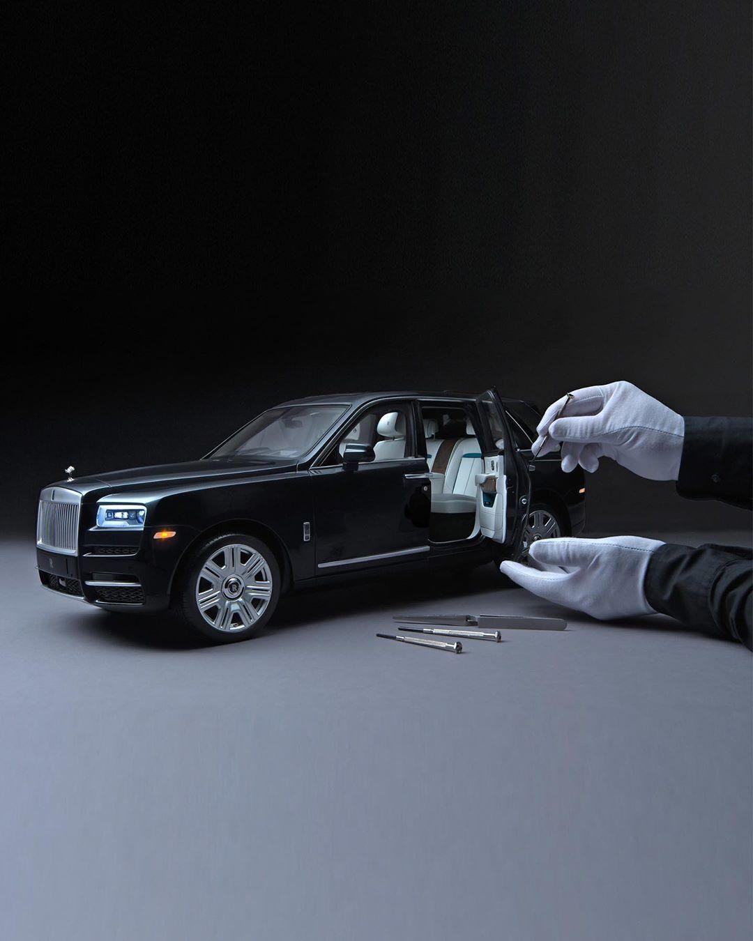 你敢信,这是辆售价超26万人民币(3万英镑)的劳斯莱斯库里南车模