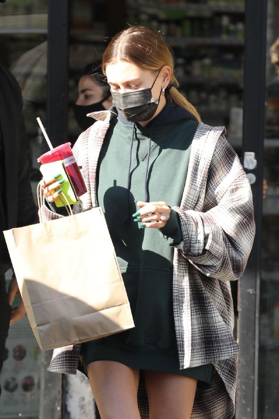 海莉·比伯(Hailey Bieber)在西好莱坞10/27/2020   Hailey Rhode B