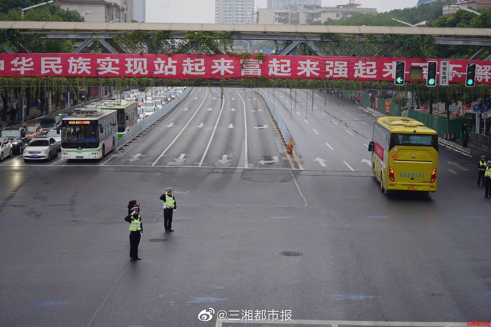 11月30日 7时47分 ,车队经过营盘路蔡锷路口
