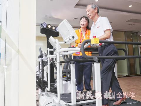玩不转手机?智慧助老服务帮上海老年人硬核健身