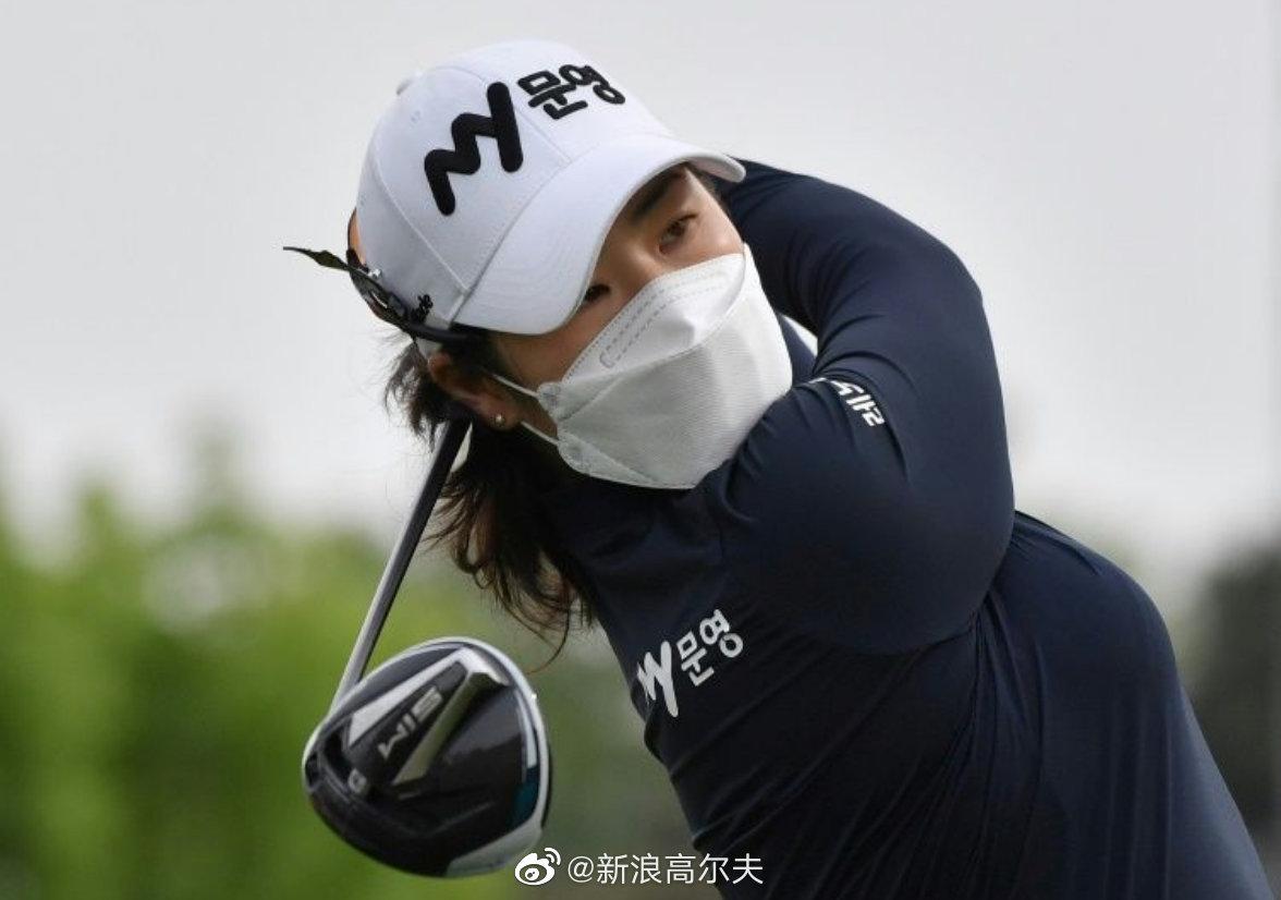 女子韩巡复工 球员戴口罩参赛
