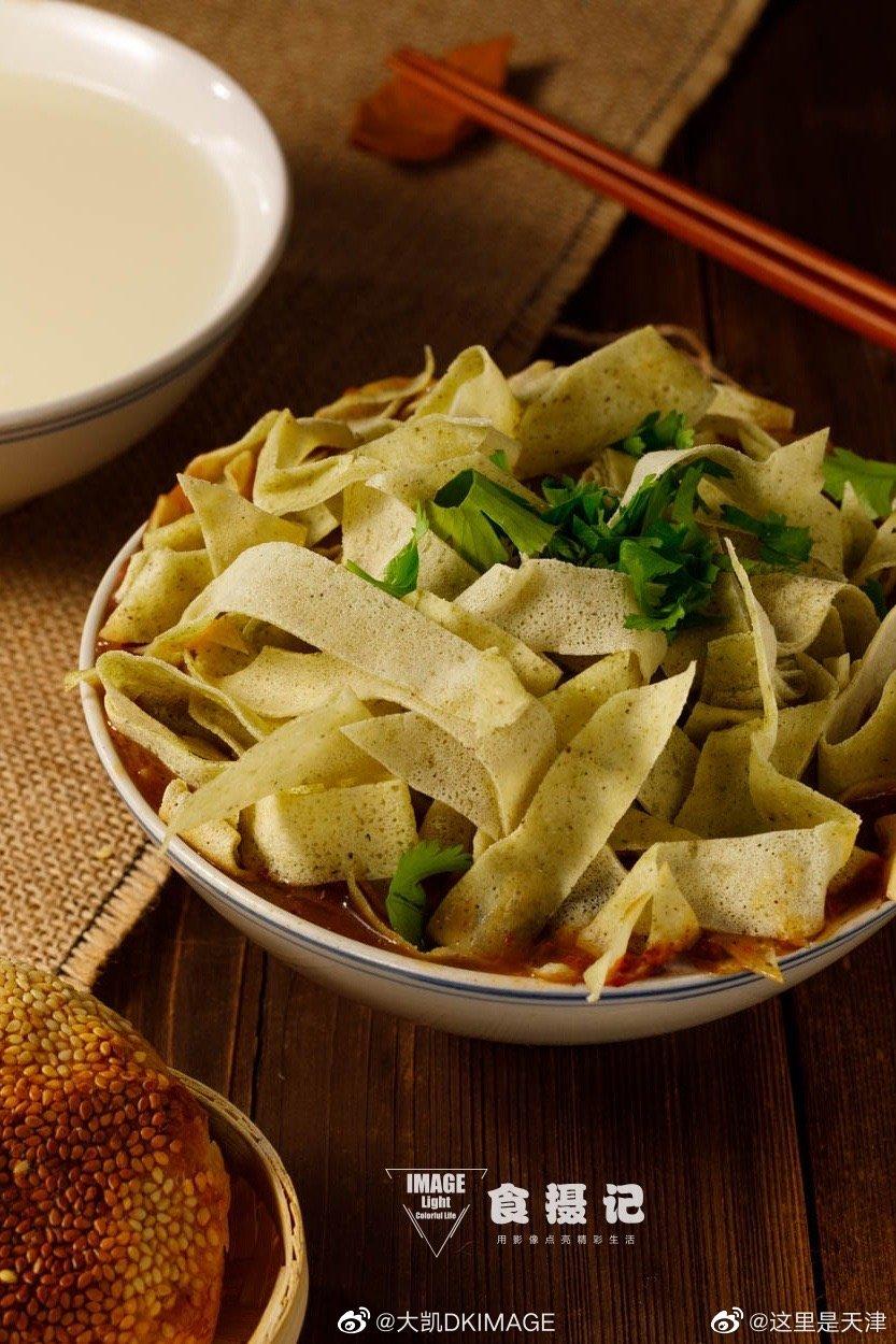 天津美食早点—锅巴菜(嘎巴菜)。口味:咸口,锅巴用煎饼制成