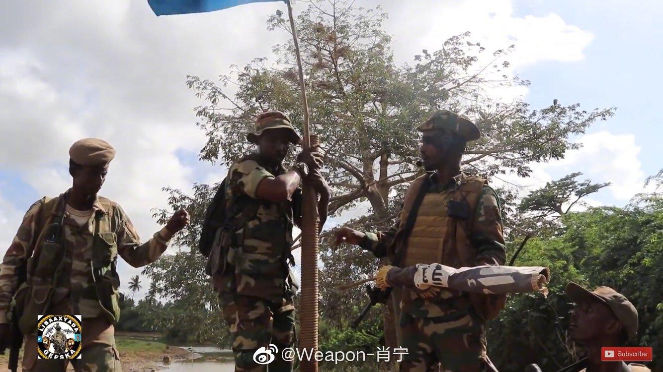索马里国民军突击队士兵使用与土耳其MPT-76和东德AKMS-K自动步枪
