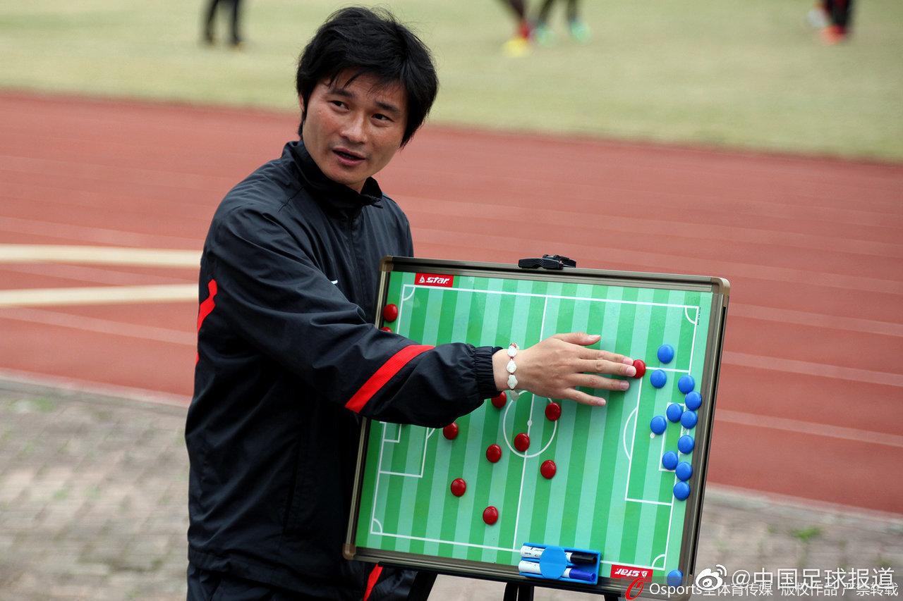 @9号李毅大帝 在2011年退役进入特鲁西埃的深足教练组