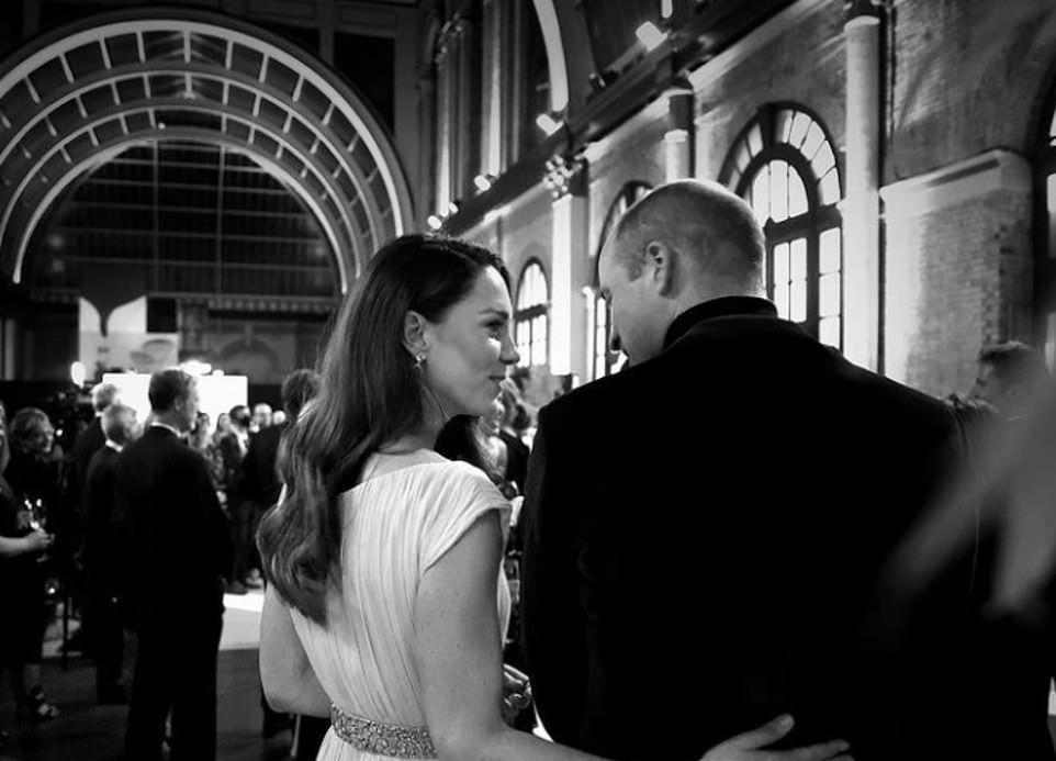 """威廉凯特分享黑白照,王妃为王子深感骄傲,却被指""""抄袭""""哈里梅根"""