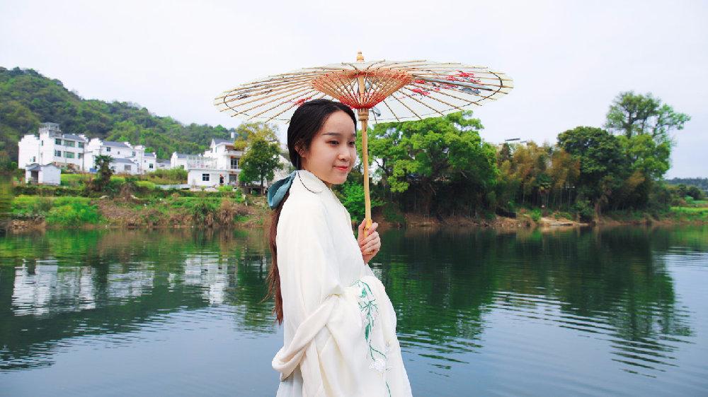 中国最美乡村婺源的春天,仿佛置身在一幅美丽的乡村水墨油画中