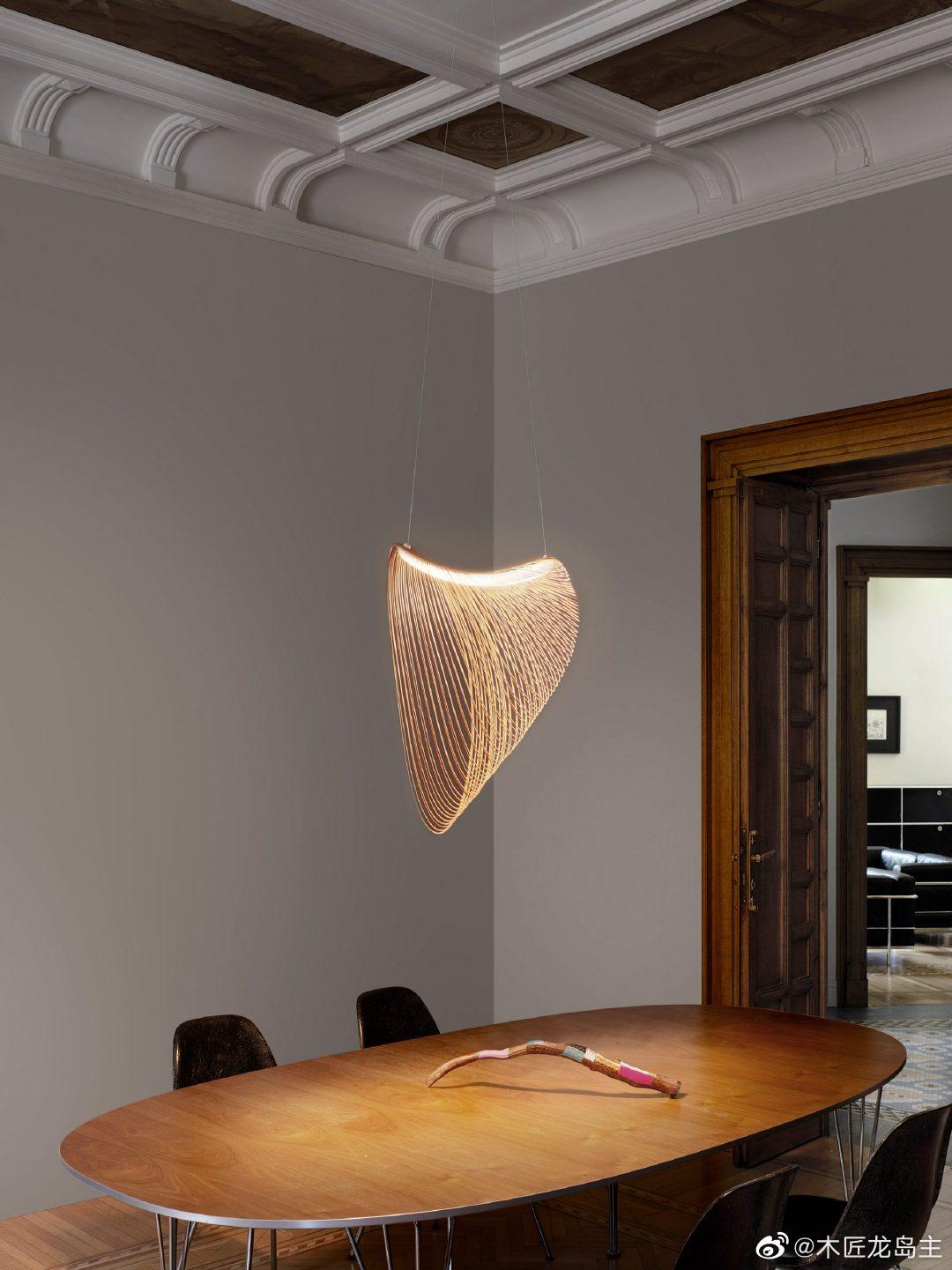 匈牙利设计师Zsuzsanna Horvath使用激光切割的桦木胶合板为意大利照