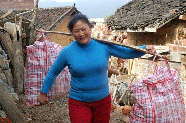 中国最伟大的母亲,40余年抚养87个孩子,培养出20个清华北大学生