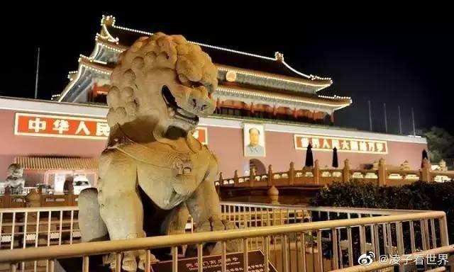 夜游北京城,最喜欢的就是天安门广场的夜景,高大的天安门城楼