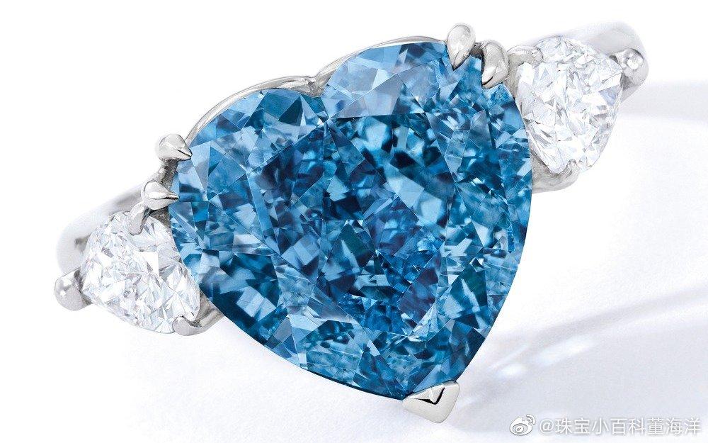 7月10日,两颗稀有心形彩钻——5.04ct的 Fancy Vivid Blue 蓝钻和4