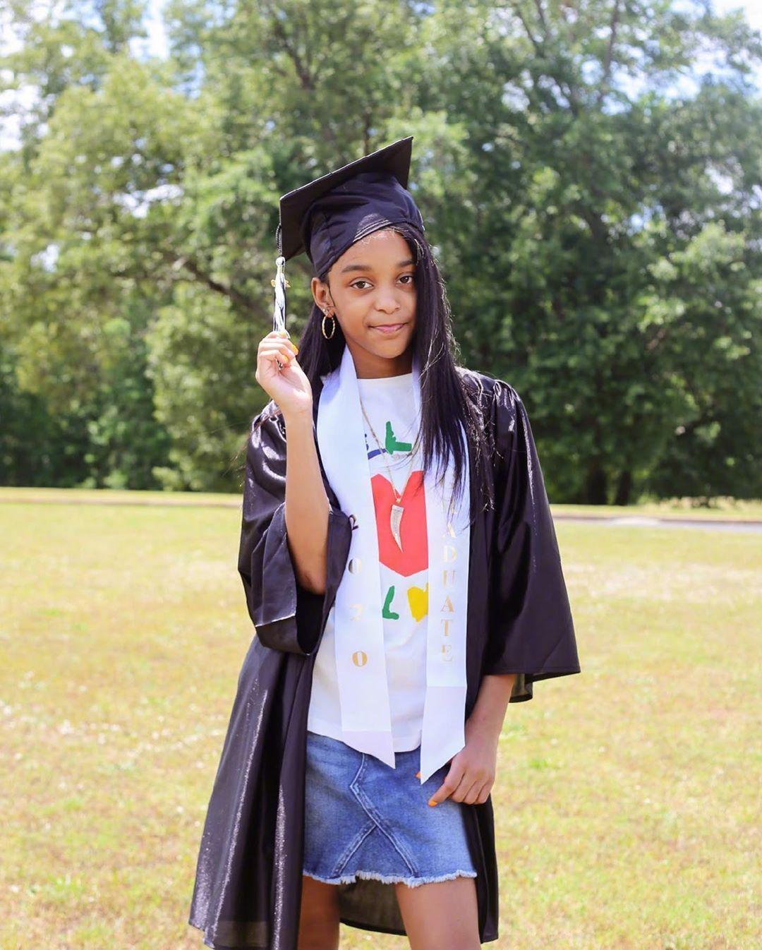 史蒂芬森:很高兴我的宝贝女儿都长这么大了,六年级毕业了