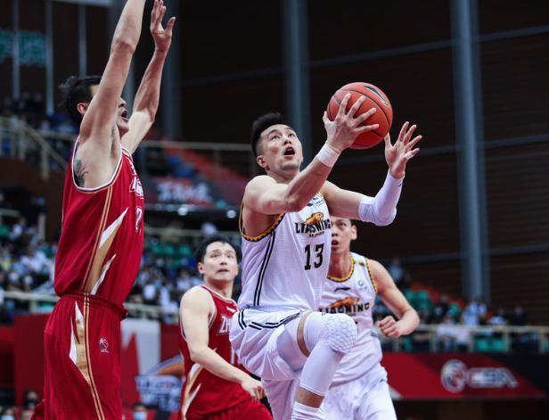 杨鸣:赵继伟是MVP!郭艾伦晕了头,中国男篮的后场核心出现了