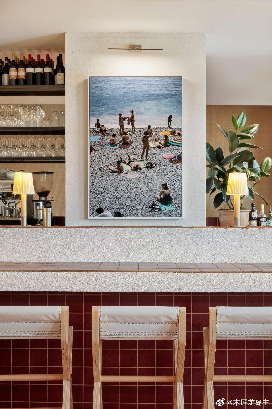 珀斯面团比萨饼店内的烧红瓷砖和黑森特色  室内设计公司Ohlo工作室