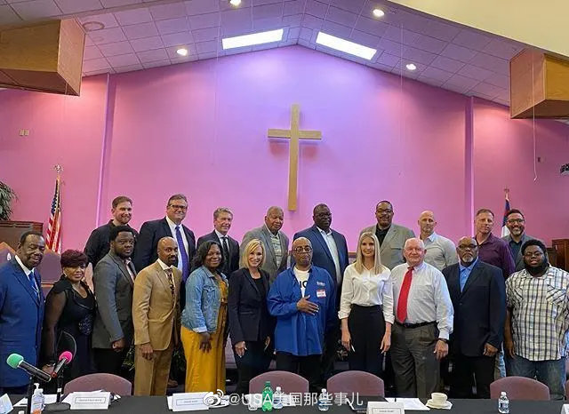 16日,伊万卡参观了匹兹堡的一座黑人教堂