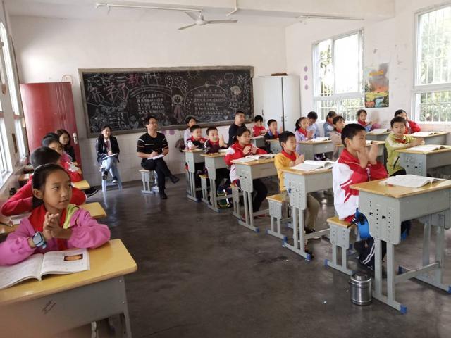 威远县连洁镇荣盛小学开展青年教师教学