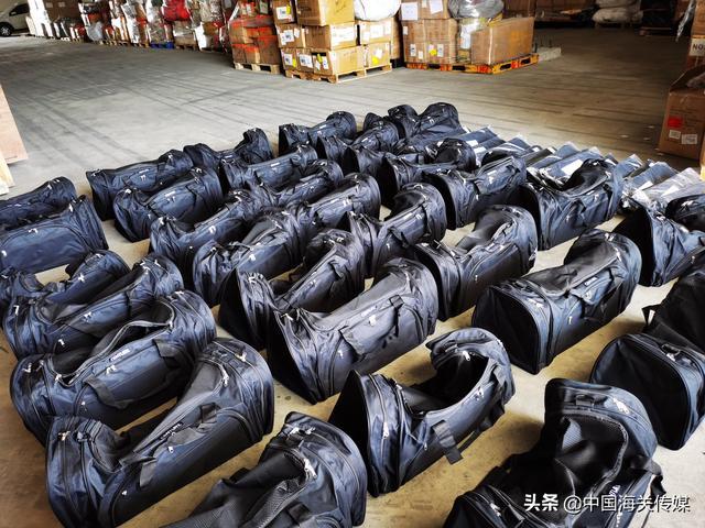 上海浦东国际机场海关查获400个侵权旅行袋