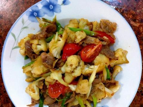 美味下饭菜:酸笋瘦肉汤,炒肉片,南瓜玉米小米粥