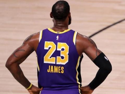湖人队完成签约,NBA开出大罚单
