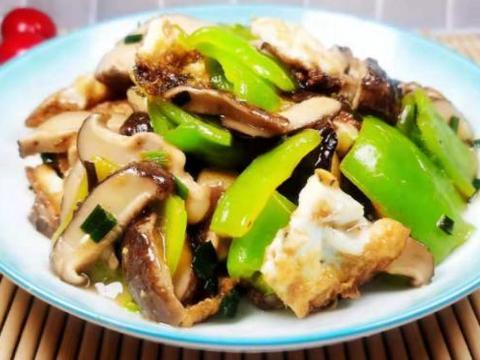 谷雨前,家人最爱吃这菜,搭配鸡蛋炒一炒,一盘不够吃,太解馋了
