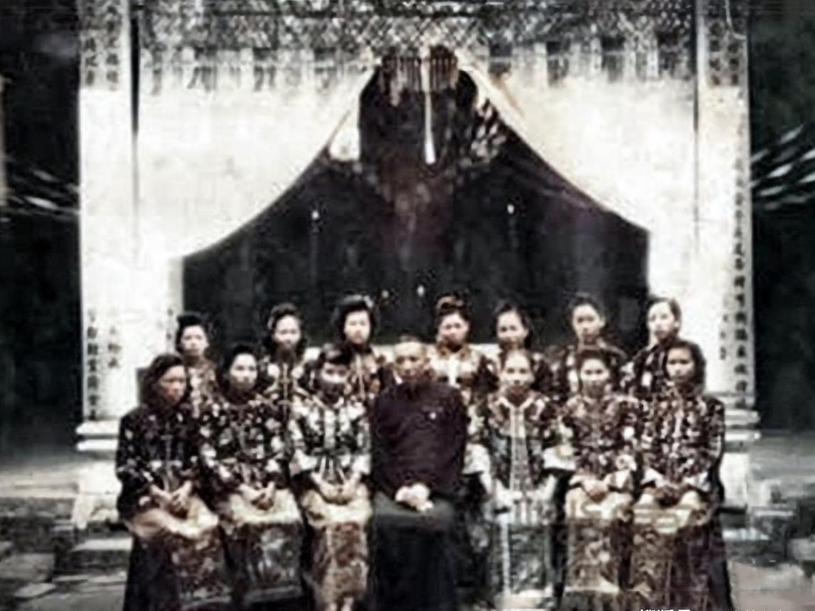 """老照片:真实的""""民国军阀姨太太"""",图8是张宗昌的白俄罗斯小妾"""