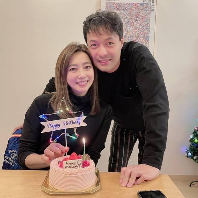 天悦平台TVB小生去内地拍外景前陪妻儿逛街吃饭 对18岁继女视如己出
