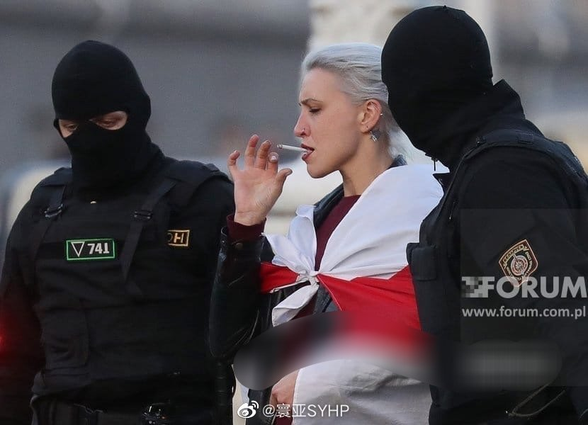 白俄罗斯明斯克,潇洒的女抗议者