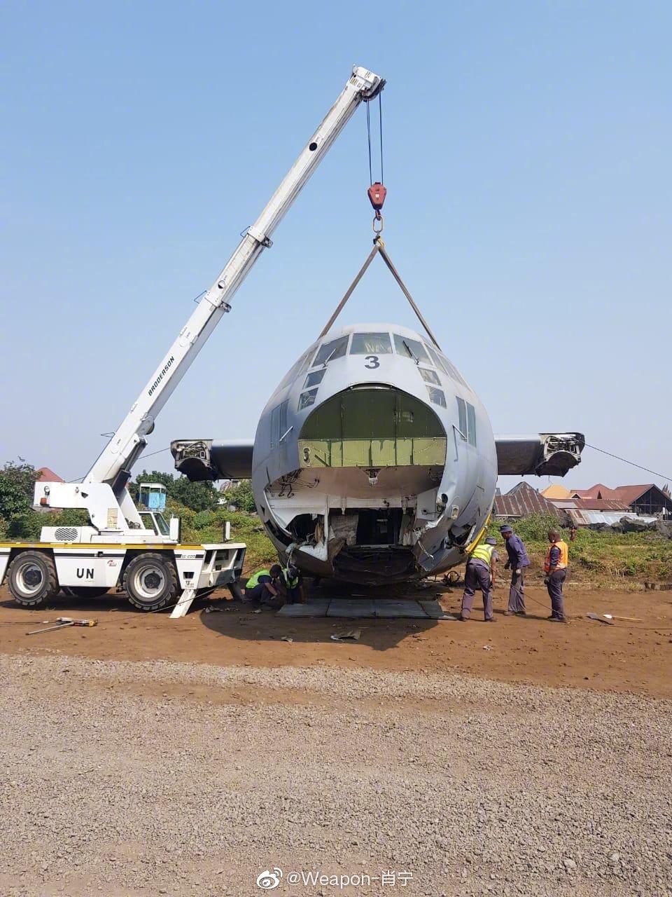 南非空军C-130BZ(序列号403)正在拆卸